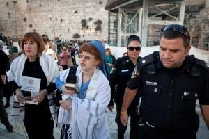 2 ממתפללות נשות הכותל מובלות למעצר