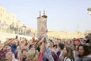 omen raisng the Torah