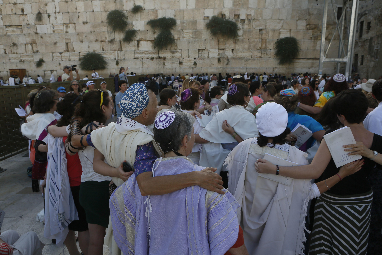 Women of the Wall praying