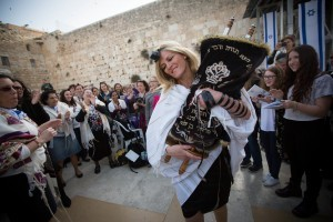 Women of the wall with torah at the kotel