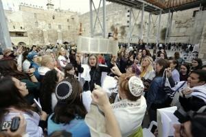 Rosh Hodesh service with a Torah