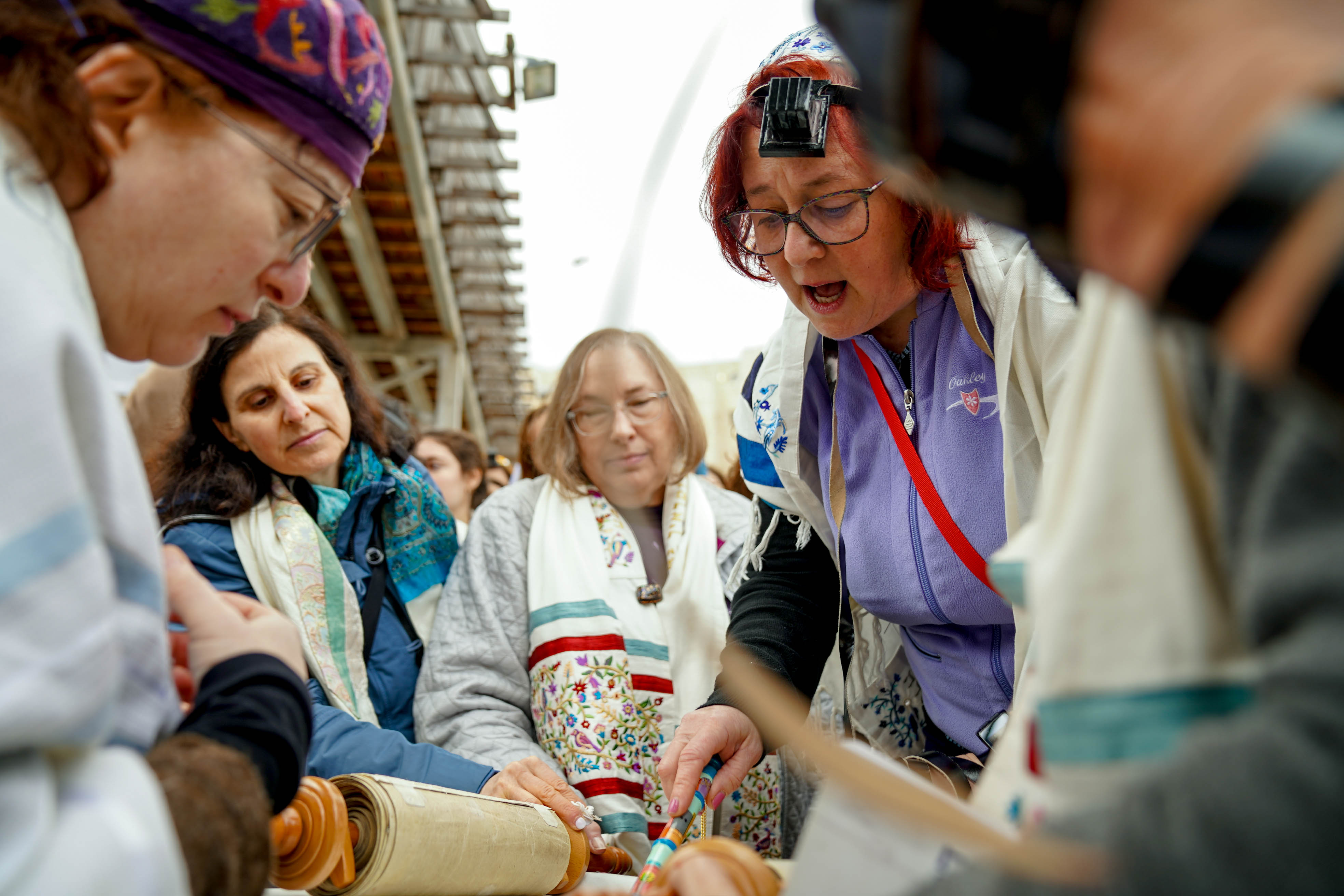 Women of the Wall reading from a Torah Scroll